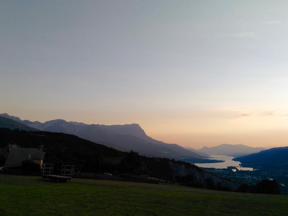 chalet vacances avec bébé montagne été Embrun vue sur lac