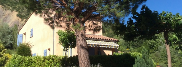 gite provencal drome piscine terrasse